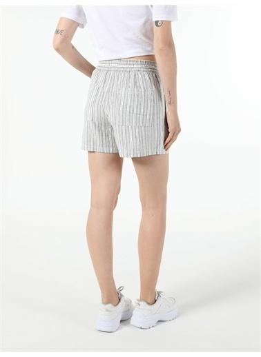 Colin's CL1054114_Q1.V2_OFW Beyaz Regular Fit Yüksek Bel  Kadın şort Beyaz